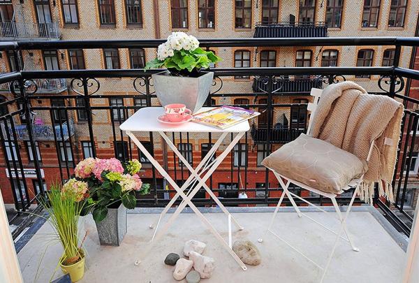 городской балкончик с цветами
